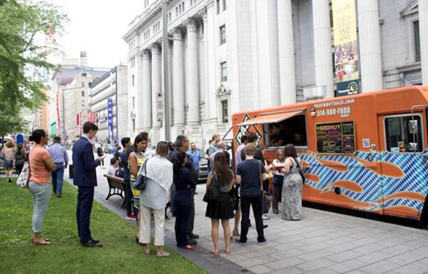 Le Das-Truck a gagné la première place au classement des camions de cuisine de rue par le Journal de Montréal lors de la saison 2014.