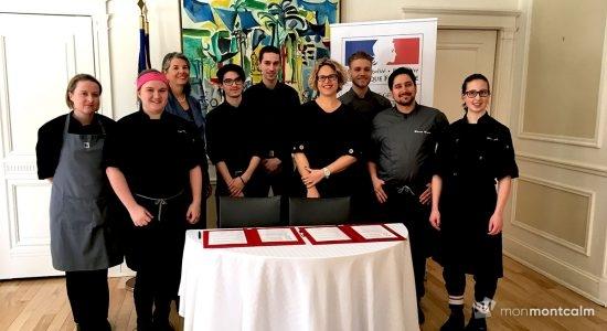 Des étudiants de Mérici dans la cuisine de la résidence de la consule de France - Céline Fabriès