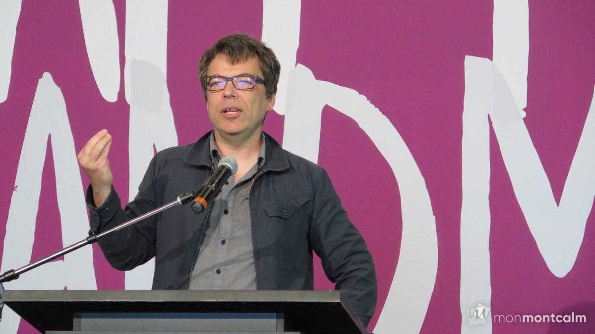 Bernard Lamarche, idéateur du projet et coordonnateur de l'exposition <em>Fait main/Hand made</em>.