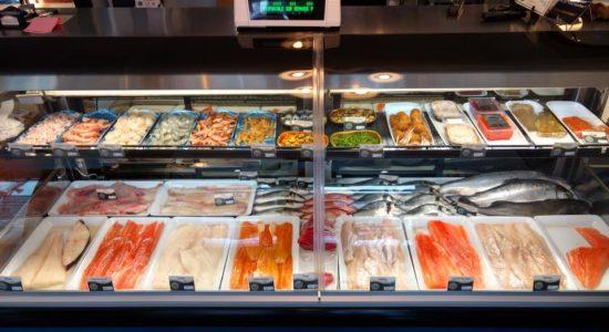 Belle sélection de poissons, fruits de mer et mets préparés   Poissonnerie Poisson d'Or