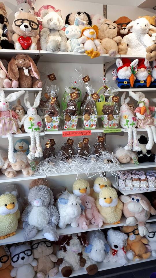 Grande variété de peluches et chocolats de Pâques | Confiseries Pinoche (Les)