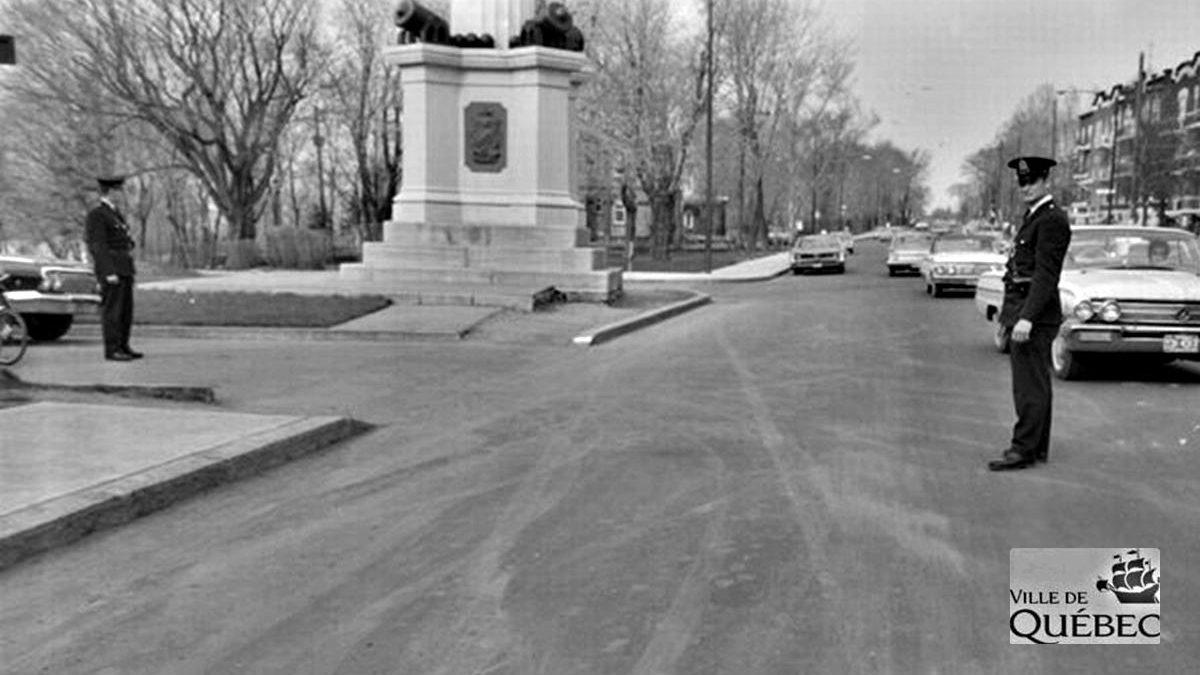 Montcalm dans les années 1960 : agents de circulation devant le parc des Braves | 17 mai 2020 | Article par Jean Cazes