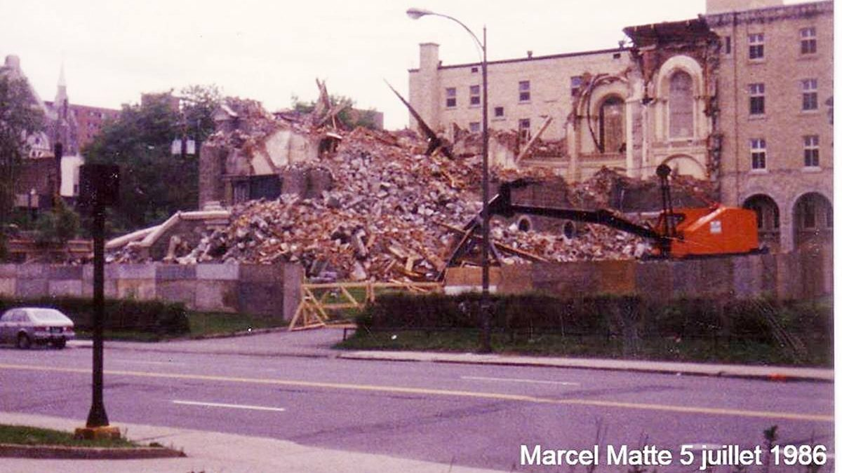 Montcalm dans les années 1980 : démolition de la première église Notre-Dame-du-Chemin | 1 décembre 2019 | Article par Jean Cazes