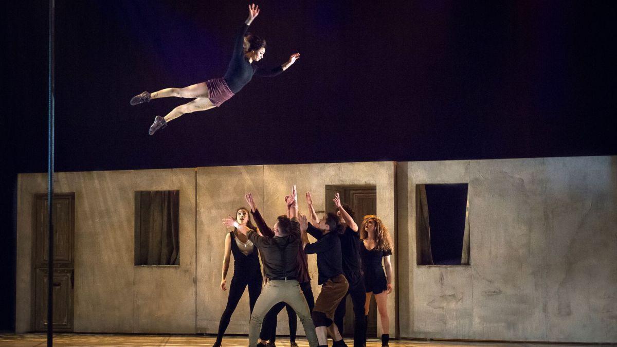 <em>Réversible</em> – poésie acrobatique | 27 mai 2018 | Article par Marrie E. Bathory