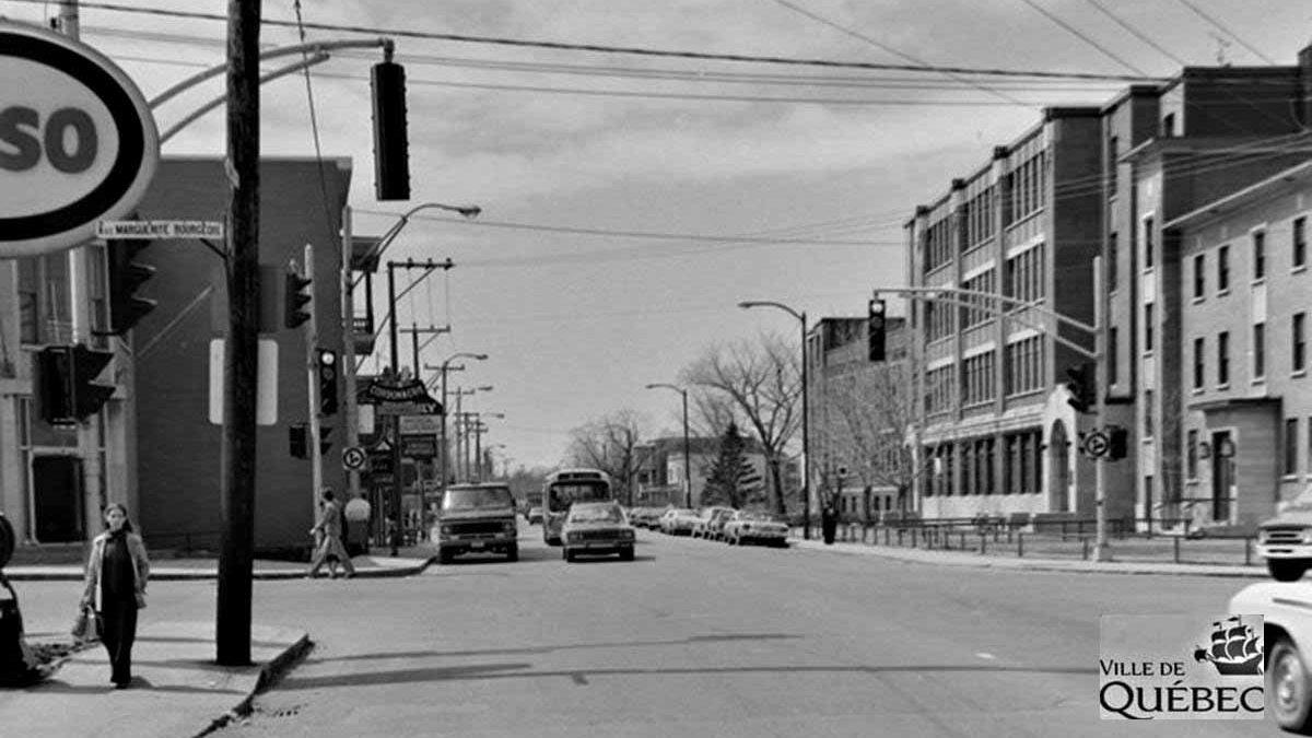 Saint-Sacrement dans les années 1970 : intersection chemin Sainte-Foy et avenue Marguerite-Bourgeoys | 25 octobre 2020 | Article par Jean Cazes