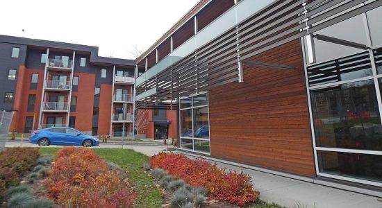 Terminal des matières résiduelles (bloc S) et immeuble de logements à prix modique..