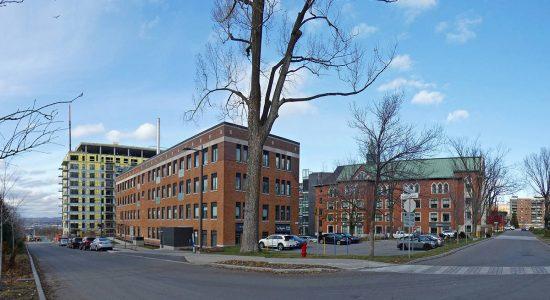 Immeubles rénovés (blocs N, O et Q - condos, bureaux et commerces).