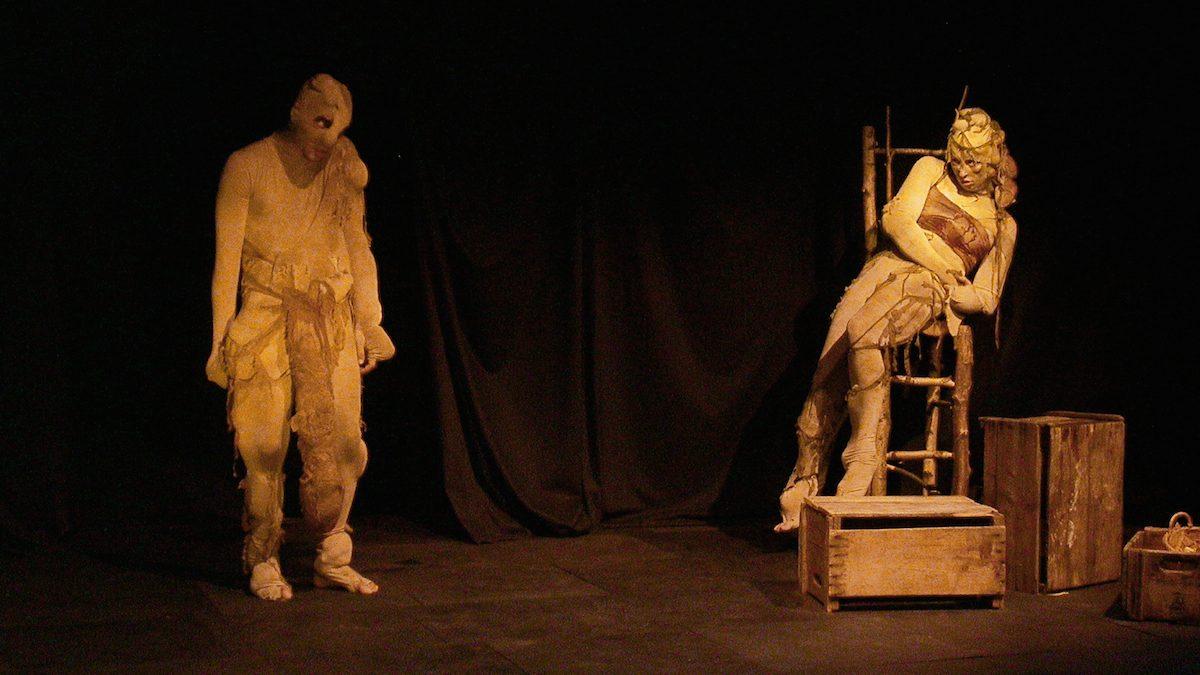 David-Alexandre Després et Érika gagnon dans Amour et protubérances. Une mise en scène de Jacques Laroche. Saison 2004-2005