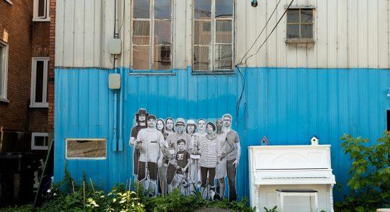 « Les voisins » dans la ruelle du Grand Peuplier