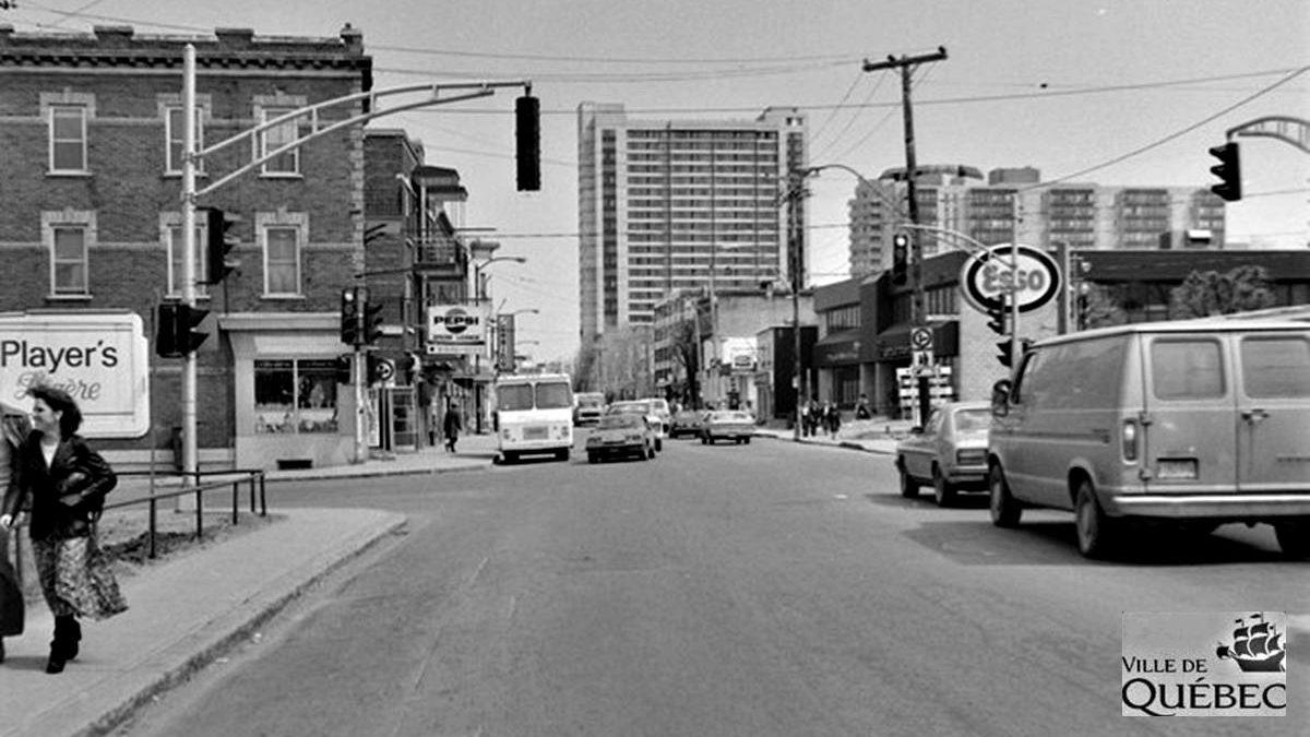 Saint-Sacrement dans les années 1970 : intersection chemin Sainte-Foy et avenue Marguerite-Bourgeoys | 8 novembre 2020 | Article par Jean Cazes