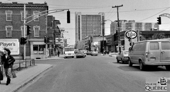 Saint-Sacrement dans les années 1970 : intersection chemin Sainte-Foy et avenue Marguerite-Bourgeoys - Jean Cazes