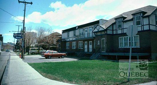 Saint-Sacrement dans les années 1970 : le motel Doyon - Jean Cazes